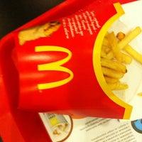 Снимок сделан в McDonald's пользователем Serafima T. 5/24/2012
