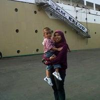 Photo taken at Pelabuhan Tanjung Priok by toto m. on 8/24/2012