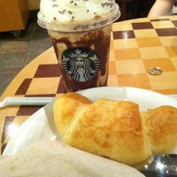 Photo taken at Starbucks by Cintia ~ Lina on 3/19/2012