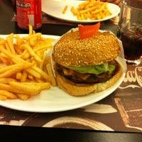 Photo taken at Eddie Fine Burgers by Thais L. on 6/14/2012