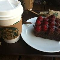 Photo prise au Starbucks par Mustafa T. le4/15/2012