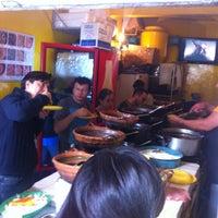 Foto tirada no(a) Tacos Hola! por Arturo A. em 7/17/2012