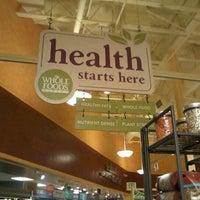 Foto tomada en Whole Foods Market por Pedro V. el 2/5/2012