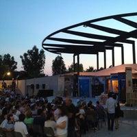Das Foto wurde bei Bostanlı Suat Taşer Açıkhava Tiyatrosu von Hakan am 6/25/2012 aufgenommen