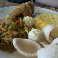 Photo taken at Chowking by Migs M. on 9/1/2012