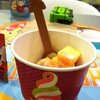 Photo taken at Menchie's Frozen Yogurt by Marcie on 8/17/2012