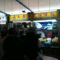 Photo taken at Pasar 16 @ Bedok (Bedok South Market & Food Centre) 栢夏坊 by Jeremy H. on 2/6/2011