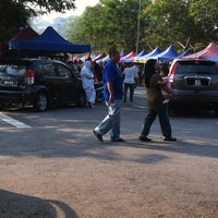 Photo taken at Bazar Ramadhan Kuaters Klia by Nasran A. on 8/12/2011