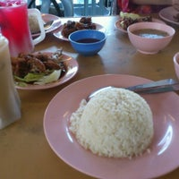 Photo taken at CT Nasi Ayam Garing Mancongkam by Pyan E. on 1/19/2012