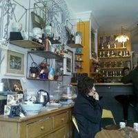 Foto scattata a The Random Tea Room da devon il 1/30/2011