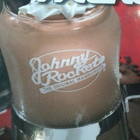 Photo taken at Johnny Rockets by Cesar T. on 6/29/2012