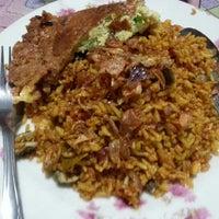 Photo taken at Nasi Goreng Padang by Roby S. on 9/11/2012