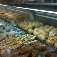 Foto tirada no(a) Supermercado Angeloni por fernando d. em 3/13/2012