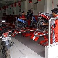 Photo taken at BeRes Yamaha Miki Motor 2 by Wisnu W. on 1/9/2012