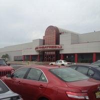 8/19/2012にKevin K.がAMC Loews Monmouth Mall 15で撮った写真