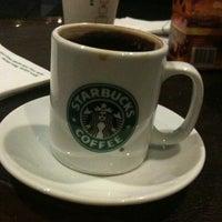 2/24/2012 tarihinde Belgin O.ziyaretçi tarafından Starbucks'de çekilen fotoğraf