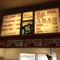 Photo taken at In-N-Out Burger by Linda K. on 2/25/2012