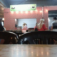 Photo taken at Nasi lemak seri sarawak by rusydi r. on 4/7/2012