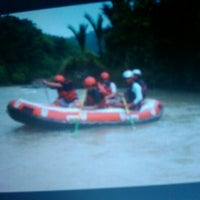 Photo taken at Arus liar, citarik Rafting sukabumi West Java by Gufrizal A. on 1/28/2012