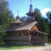 Das Foto wurde bei Музей деревянного зодчества «Витославлицы» von Sergey P. am 8/6/2011 aufgenommen