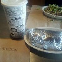 Das Foto wurde bei Chipotle Mexican Grill von Joey G. am 2/27/2012 aufgenommen
