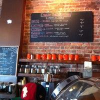 Foto tirada no(a) Cafe Grumpy por Stephanie F. em 4/28/2012