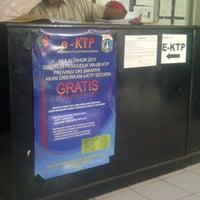 Photo taken at Kantor Kelurahan Pengadegan by Endro N. on 10/6/2011