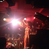Photo prise au Manderley Bar at the McKittrick Hotel par Luigi A. le8/15/2012
