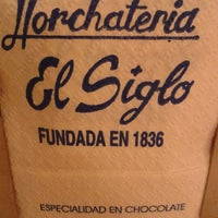 Photo taken at Horchatería El Siglo by Javier I. on 12/12/2011