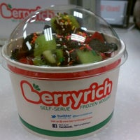 Photo taken at Berryrich Frozen Yogurt by Keith E. on 9/10/2012