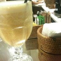 Foto tirada no(a) Café Baroni por Joice em 4/16/2012
