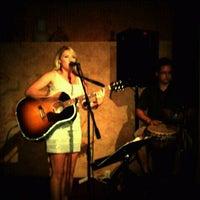 Das Foto wurde bei Mercy, a Wine Bar von J. Damany D. am 8/26/2011 aufgenommen
