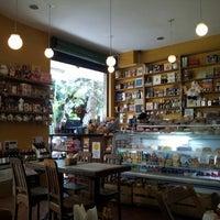 Foto tirada no(a) Maya Café por Marisa L. em 9/23/2011