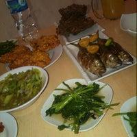 Photo taken at Raja Oci Restaurant by Rulan Piri on 8/4/2012