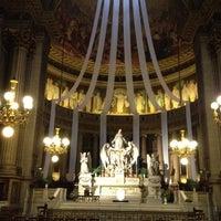 Foto tirada no(a) Igreja de la Madeleine por Kathy T. em 5/10/2012