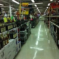 Foto tirada no(a) Goody Goody Liquor por Phirip D. em 11/8/2011