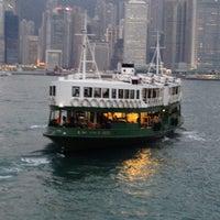 Das Foto wurde bei Star Ferry Pier (Tsim Sha Tsui) von Richard S. am 1/6/2012 aufgenommen