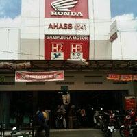 Photo taken at AHASS 6541 Sampurna Motor by Jeff W. on 12/21/2011