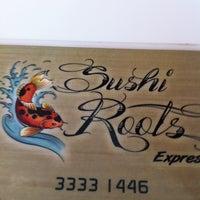 Foto tirada no(a) Sushi Roots Express por Marcia R. em 12/23/2011