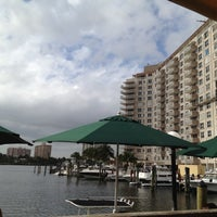 12/8/2011 tarihinde Carlos A.ziyaretçi tarafından Coconuts Bahama Grill'de çekilen fotoğraf