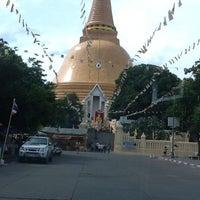 Photo taken at Wat Phra Pathom Chedi by Phattharanida N. on 8/5/2012