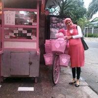 Photo taken at Siomay pink tebet by sonza rhamdaniati r. on 12/5/2011