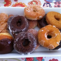 Foto scattata a Donuts with a Difference da Zach C. il 2/19/2012