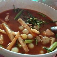Photo taken at ร้านโรจน์ ซีฟู๊ด บางแสน by SUPERSINE o. on 9/4/2012