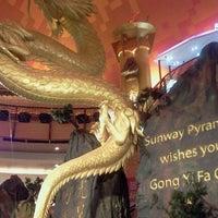 Foto scattata a Sunway Pyramid da Andrew H. il 1/9/2012