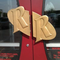 Photo taken at Red Robin Gourmet Burgers by Genabee M. on 5/27/2012