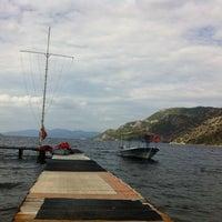 10/16/2011 tarihinde Ezgi E.ziyaretçi tarafından Delikyol Deniz Restaurant'de çekilen fotoğraf