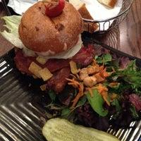 Photo taken at Napa Valley Burger by Fernando Angel C. on 4/16/2012
