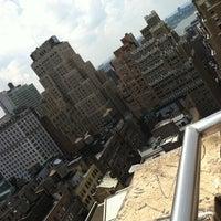 8/1/2011 tarihinde Jenn S.ziyaretçi tarafından MediaCom's Roof Deck'de çekilen fotoğraf