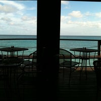 Photo prise au Surfers Cafe par Kirk R. le8/17/2011